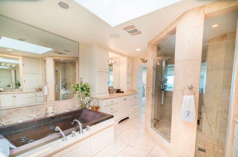 Ванная комната в доме Джесси Джеймса и Сандры Буллок