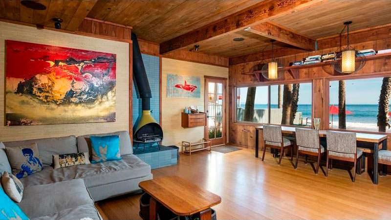 Гостиная в доме с видом на Тихий океан