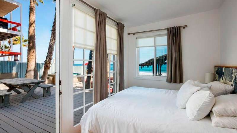 Спальня с выходом на террасу и видом на океан