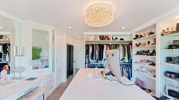 Гардеробная комната в доме Кэти Кэссиди