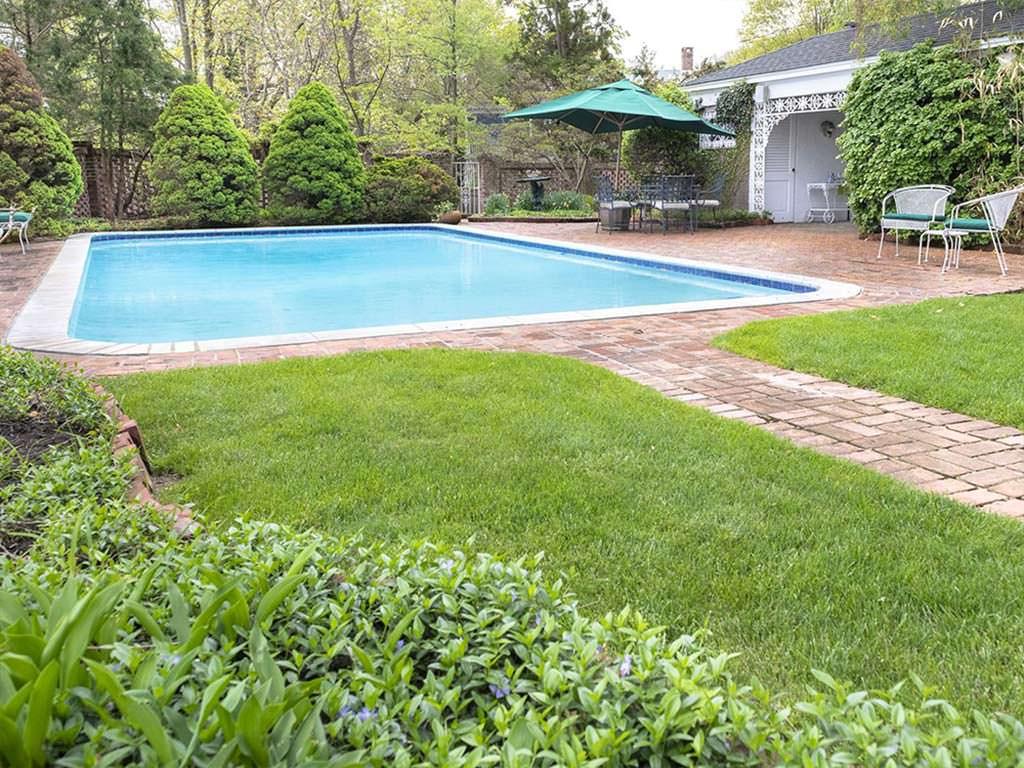 Дом с бассейном в Нью-Йорке