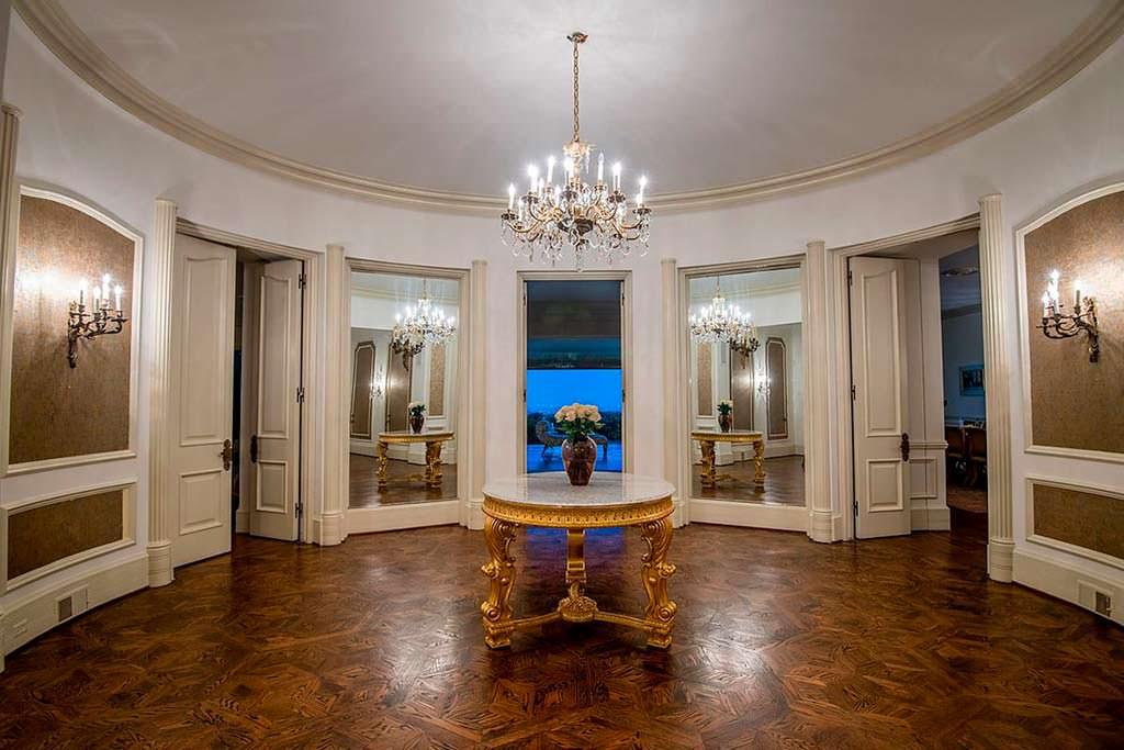 Интерьер дома в классическом стиле Regency