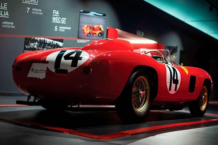Классический спорткар Ferrari 290 MM 1956 года выпуска