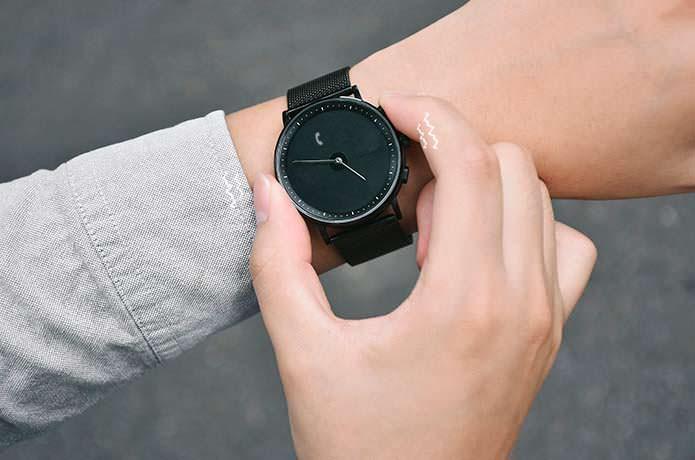 GLIGO - смарт-часы на электронных чернилах E-Ink. Цена $120