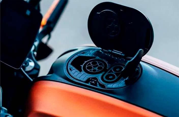 Harley-Davidson LiveWire: гнездо подзарядки вместо горловины бака