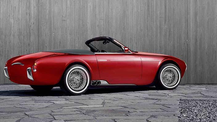 Винтажный автомобиль в стиле Maserati 2000 Spyder 1950-х гг