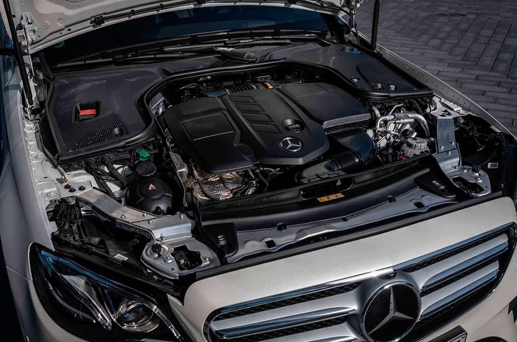 Под капотом дизель-гибрида Mercedes E300de в кузове W213