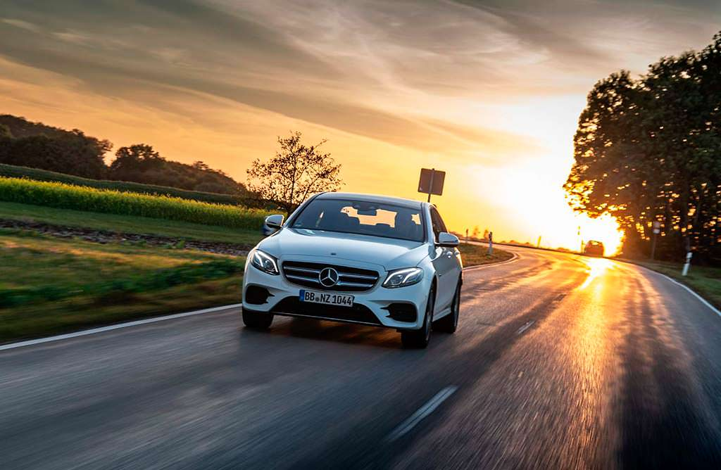Гибридный седан Mercedes-Benz E300de