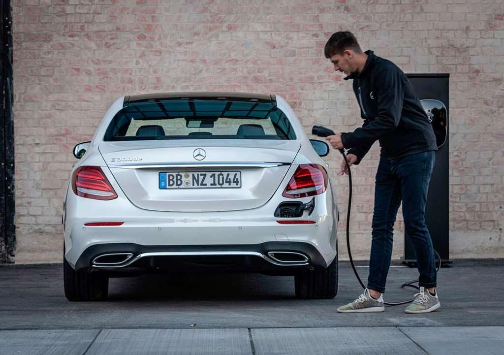 Гибрид Mercedes E300de в кузове W213. 1,9-л / 100 км