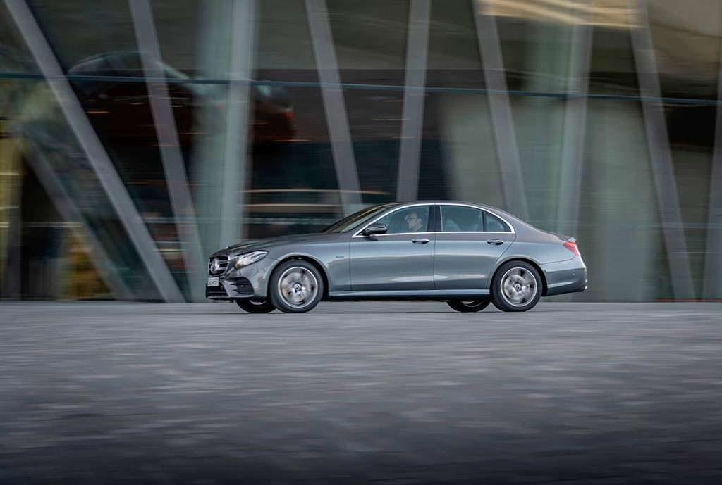 Бензин-гибрид Mercedes-Beenz E300e