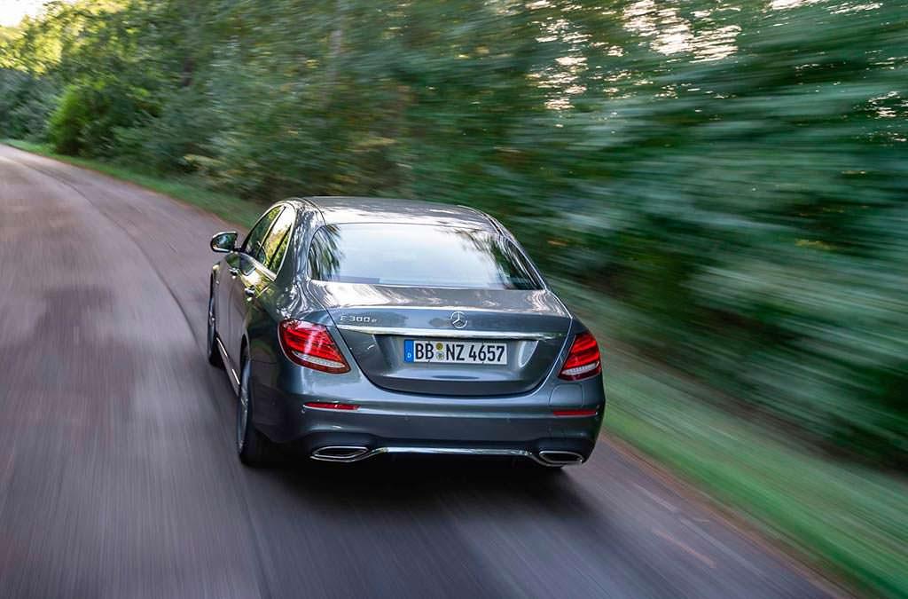 Гибридный седан Mercedes-Beenz E300e