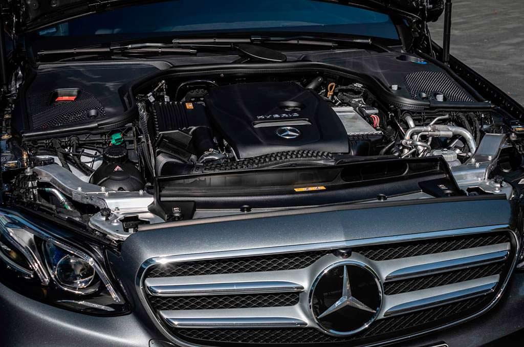 Гибридный двигатель под капотом Mercedes E300e