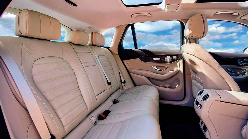 Больше места для ног задних пассажиров Mercedes-Benz GLC L