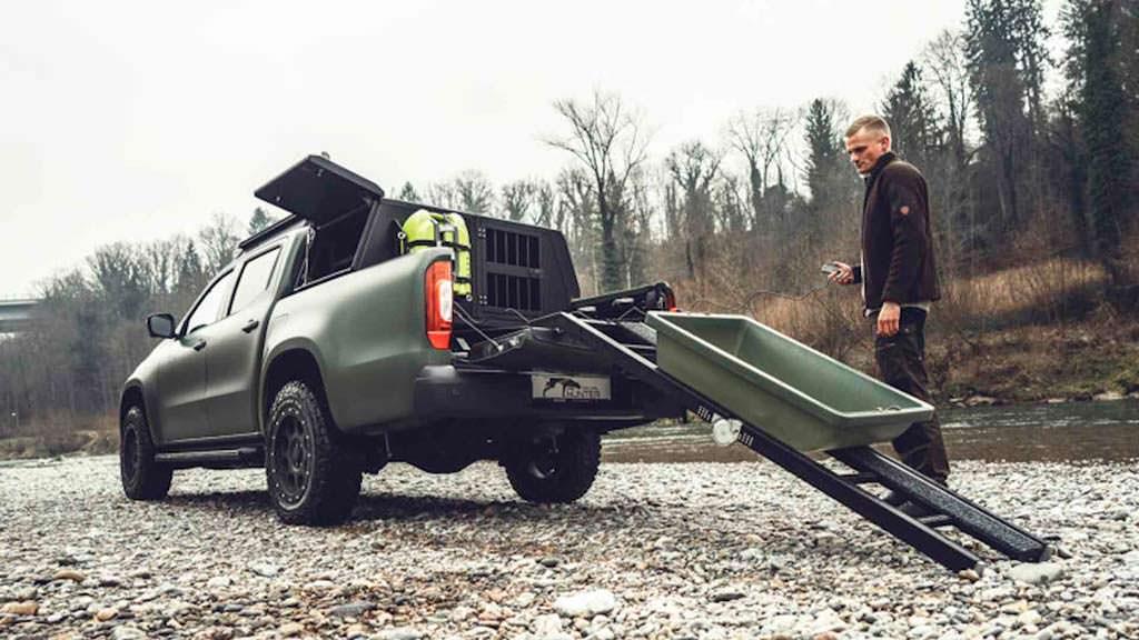 Охотничий Mercedes Gruma Hunder X-Class: место для снаряжения и погрузки дичи