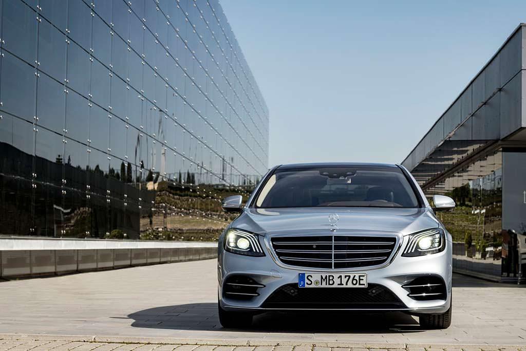 Гибридный седан Mercedes-Benz S560e