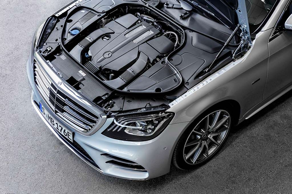 Гибридный двигатель Mercedes-Benz S560e