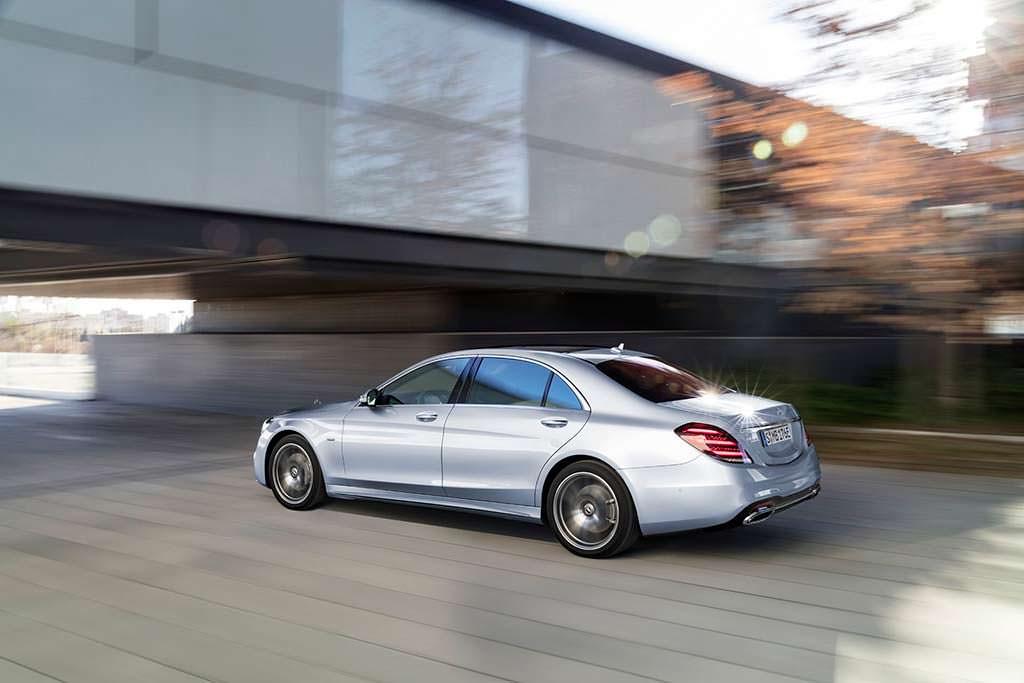 Гибрид Mercedes-Benz S560e в кузове W222