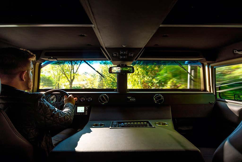 Фото внутри Hummer H1. Тюнинг от Mil-Spec
