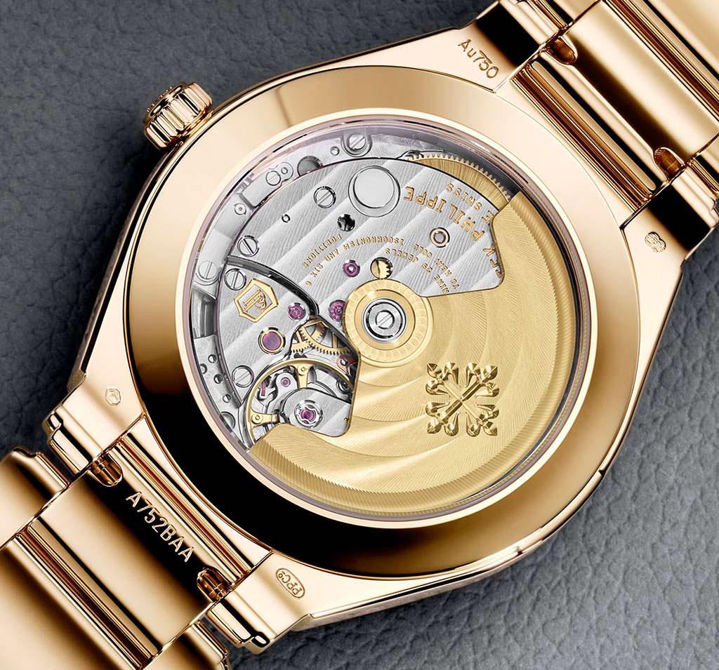 Золотые часы с задней стеклянной крышкой от Patek Philippe