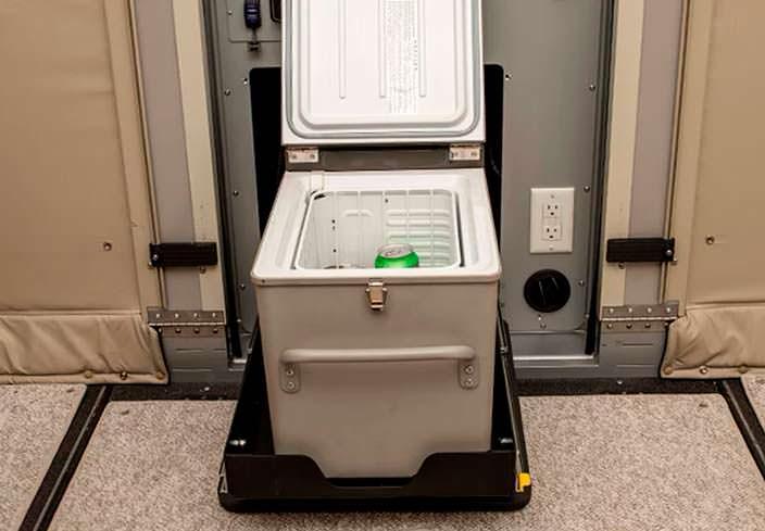 Холодильник в прицепе-трансформере Camp365