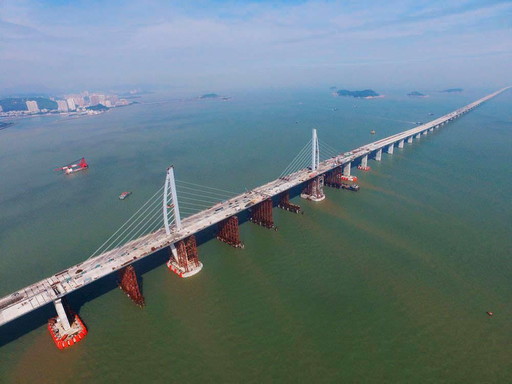 Самый длинный морской мост в мире. Длина 35,6 км