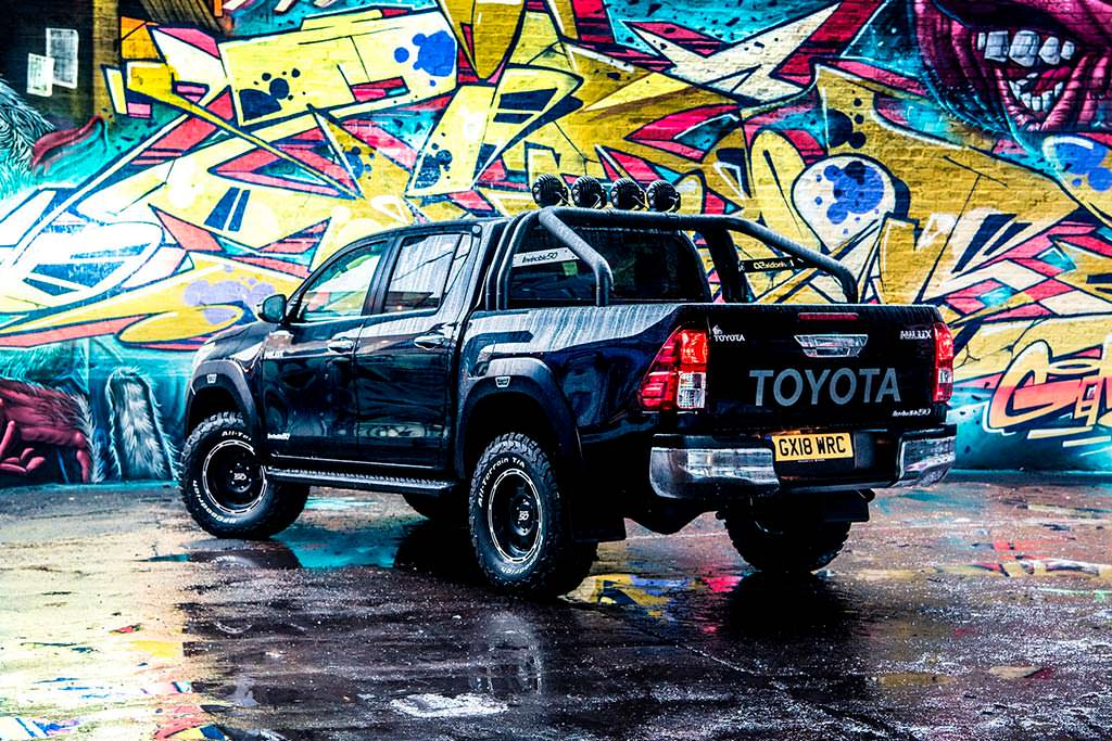 Спецверсия Toyota Hilux Invincible 50