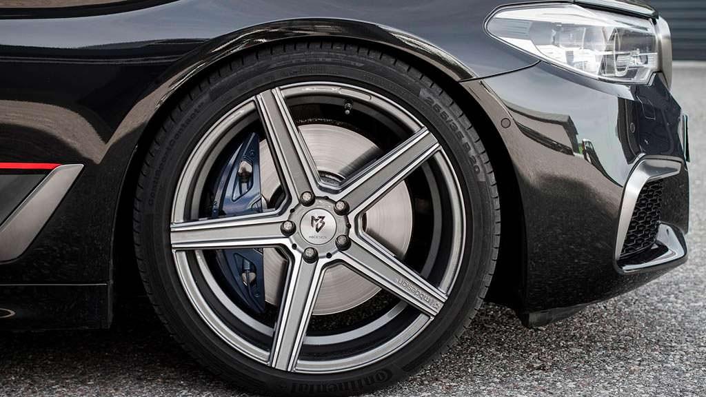 Пятиспицевые диски BMW M550d xDrive. Тюнинг от Mcchip-DKR