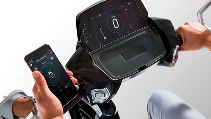 Электрический скутер UJET с приложением на смартфон