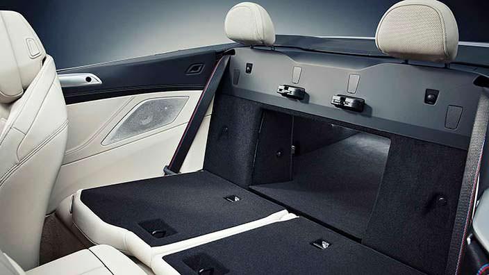 Складные задние сиденья в BMW 8 Series Convertible