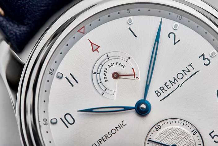 Индикатор запаса хода на циферблате часов Bremont Supersonic