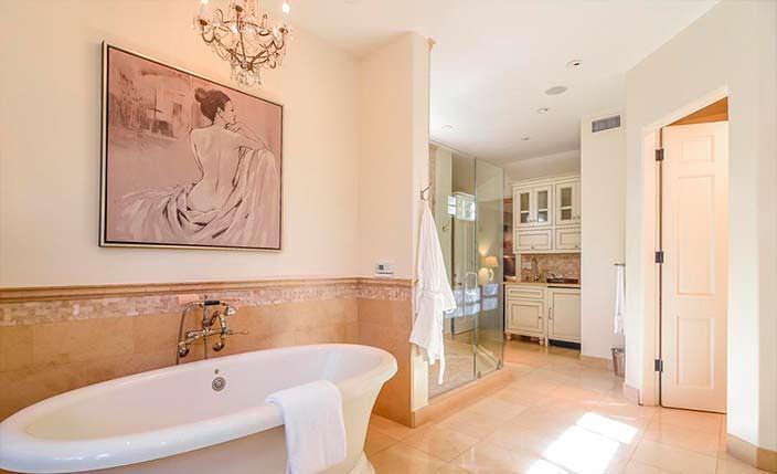 Спа-ванная в доме знаменитости