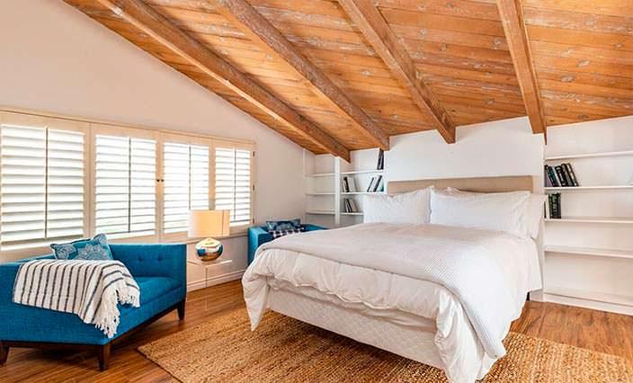 Спальня под потолком на втором этаже