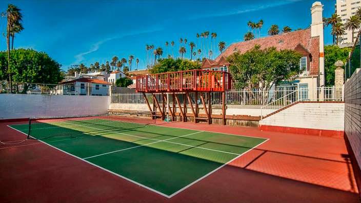 Дом с теннисным кортом в Санта-Монике