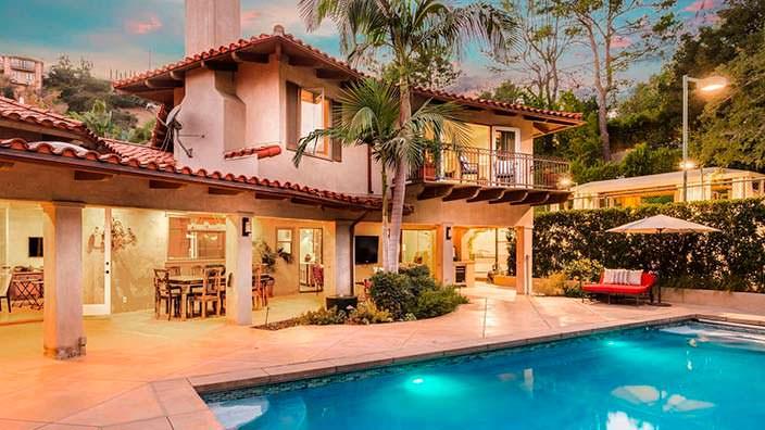 Средиземноморский дом с бассейном