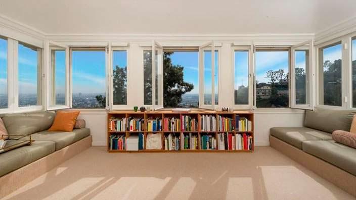 Книжные полки в дизайне домашней библиотеки