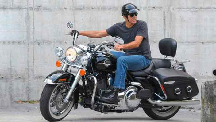 Джордж Клуни жертвует новый Harley-Davidson на добродетель