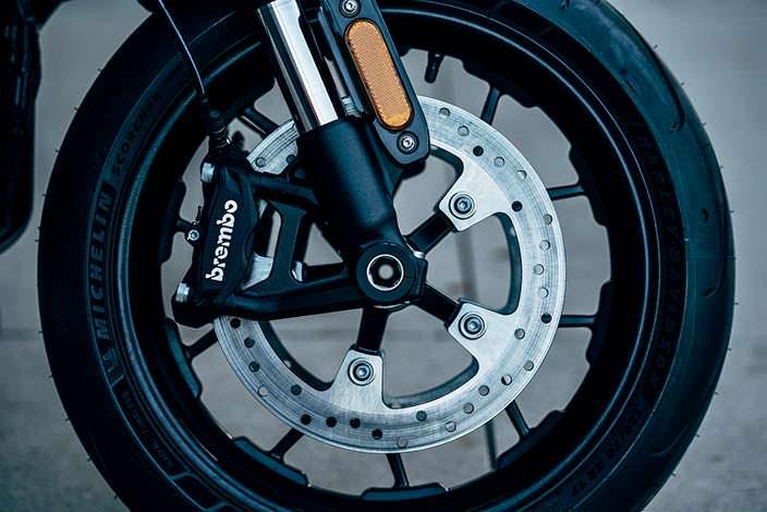 Harley-Davidson LiveWire: тормоза Brembo с двумя дисками 300 мм