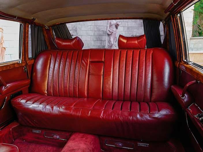 Кожаный диван в салоне Mercedes-Benz 600 Pullman 1969 года