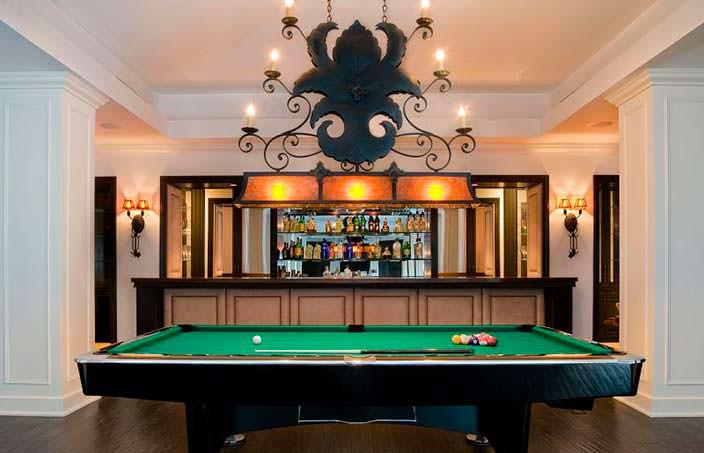 Домашний бар с бильярдным столом