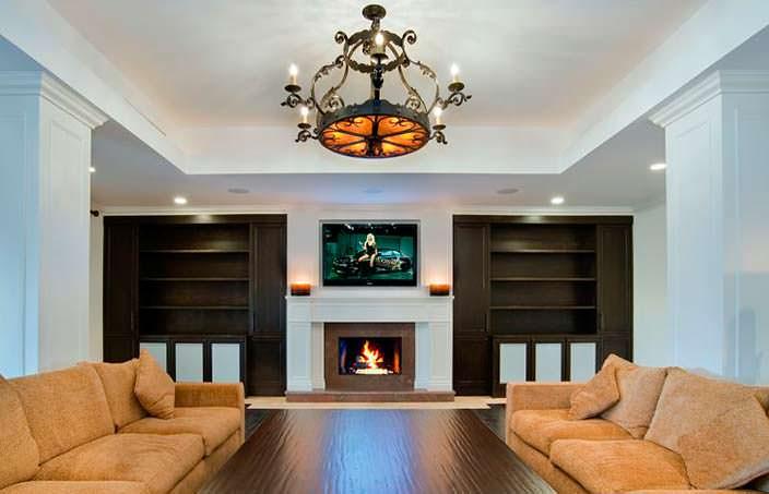 Дизайн комнаты с камином в доме Birdman