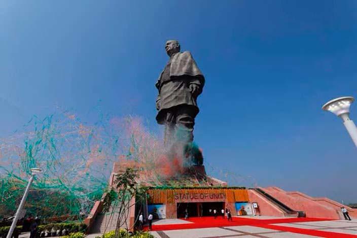 Самая высокая статуя в мире. Высота 182 метра