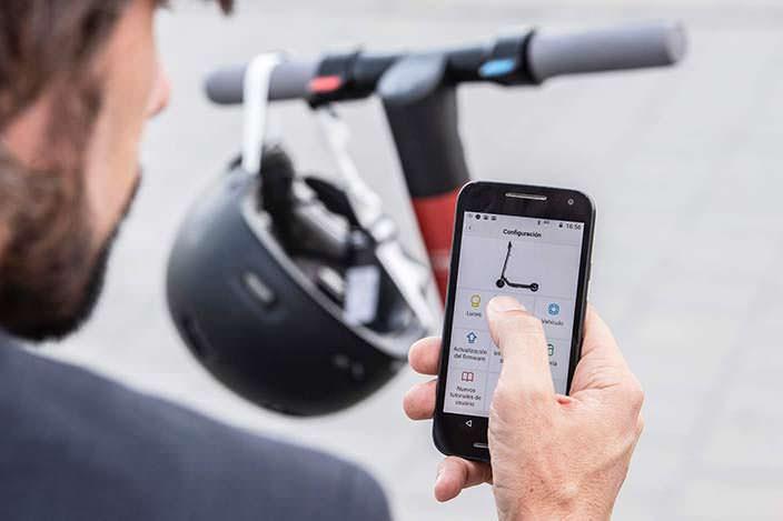 Самокат с приложением на смартфон SEAT eXS KickScooter