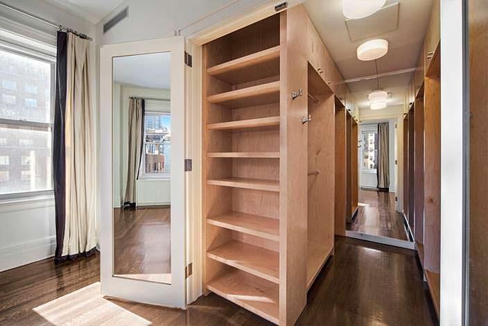 Встроенная мебель в квартире знаменитости