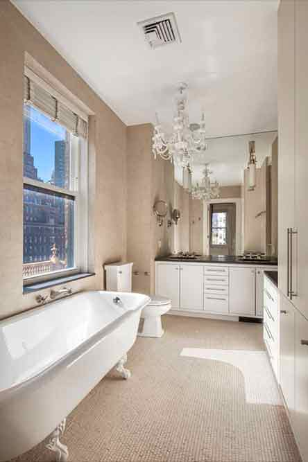 Классический дизайн ванной комнаты в квартире актера