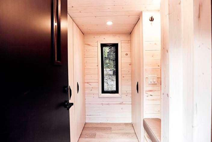 Интерьер дома на колесах из древесины сосны Draper RV