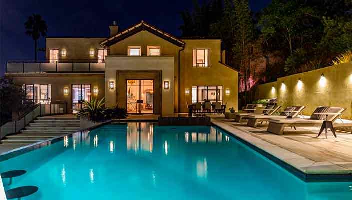 Рианна продает дом в Голливуде. Цена $7,5 млн, много фото