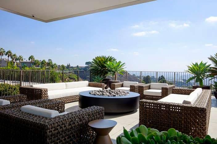 Патио с панорамным видом на Лос-Анджелес