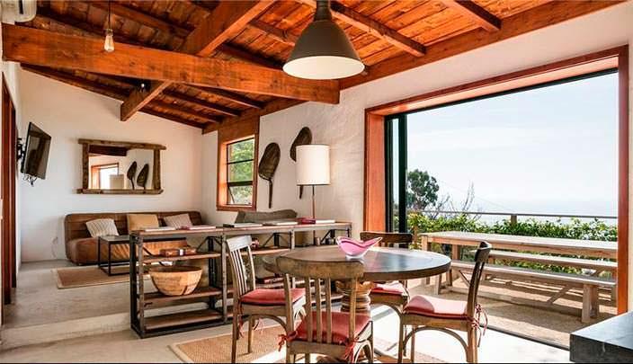 Столовая-гостиная с видом на океан