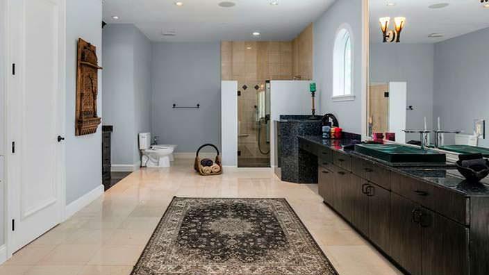 Дизайн ванной комнаты в доме спортсмена