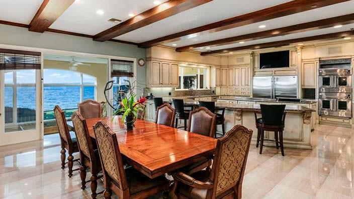 Кухня-столовая в доме спортсмена
